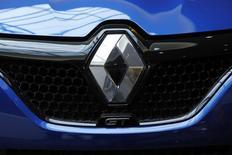 Le numéro deux de Renault, Thierry Bolloré, a démenti de nouveau jeudi que les voitures du groupe aient jamais été équipées de logiciel truqueur, en réaction à la publication d'extraits d'un rapport qui a conduit en janvier à l'ouverture d'une information judiciaire sur le constructeur. /Photo d'archives/REUTERS/Benoit Tessier