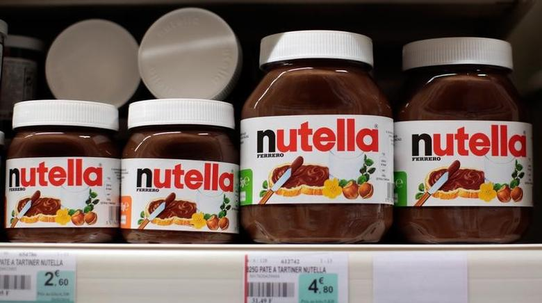 Jars of Nutella chocolate-hazelnut paste are displayed in a supermarket in Nice, France, March 16, 2016.  REUTERS/Eric Gaillard
