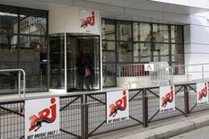 NRJ Group a annoncé jeudi passer à nouveau le dividende après des résultats 2016 en forte hausse, mais imputable notamment à des produits non courants. /Photo prise le 23 février 2016/REUTERS/Jacky Naegelen