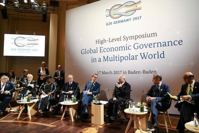 3月17日、ドイツで開幕する20カ国・地域(G20)財務相・中央銀行総裁会議は、競争的な通貨切り下げへの反対と為替相場の過度な変動回避をあらためて訴える。写真はバーデンバーデンでのシンポジウム、17日撮影(2017年 ロイター/Kai Pfaffenbach)