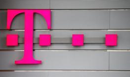 Le ministre des Finances a démenti vendredi que le gouvernement allemand compte vendre des actions Deutsche Telekom. /Photo prise le 2 mars 2017/REUTERS/Wolfgang Rattay