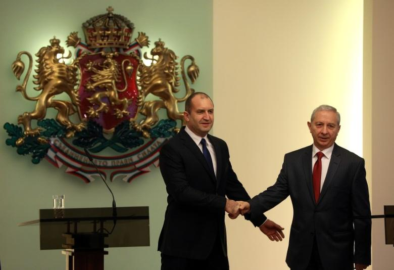 Bulgaria's President Rumen Radev poses for a picture with the interim Prime Minister Ognyan Gerdzhikov during an official ceremony in Sofia, Bulgaria January 27, 2017. REUTERS/Stoyan Nenov