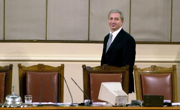 Ognyan Gerdzhikov leaves his desk at the parliament in Sofia, February 4, 2005.  REUTERS/Julia Lazarova/File photo