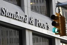 """Офис Standard & Poor's в Нью-Йорке. 8 декабря 2011 года. Рейтинговое агентство Standard & Poor's улучшило в пятницу прогноз по кредитному рейтингу РФ на """"позитивный"""" со """"стабильного"""", подтвердив сам рейтинг в иностранной валюте на уровне """"BB+"""". REUTERS/Brendan McDermid"""