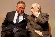 O Ministro da Agricultura, Blairo Maggi (esquerda), e o presidente brasileiro Michel Temer durante fórum de agricultura em São Paulo 04/07/2016 REUTERS/Nacho Doce