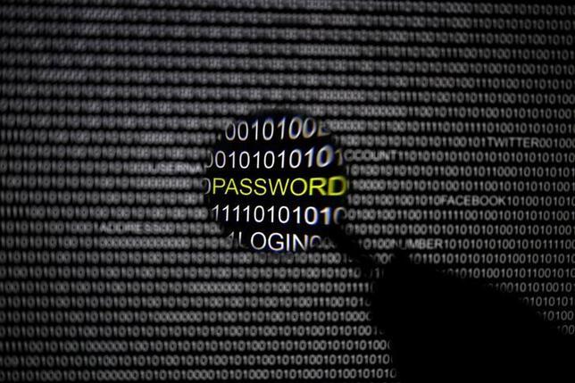 3月17日、バングラデシュ中銀の口座が昨年、ハッキング被害にあった事態を受け、20カ国・地域(G20)は、世界銀行システムへのサイバー攻撃に共同で対処する方針だ。2013年撮影(2017年 ロイター/Pawel Kopczynski)