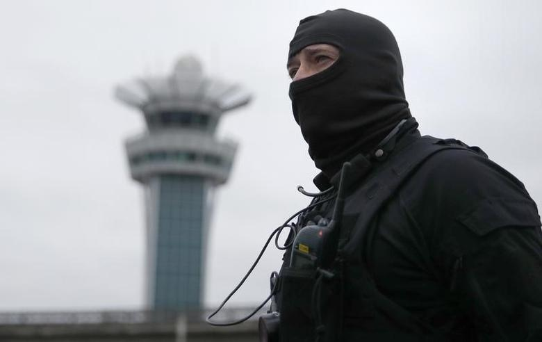 Repeating correcting date - A special forces policeman at Orly airport southern terminal after a shooting incident near Paris, France March 18, 2017.    REUTERS/Christian Hartmann  TPX IMAGES OF THE DAY   - RTX31L55