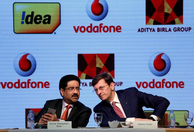 Kumar Mangalam Birla (L), chairman of Aditya Birla Group, speaks to Vittorio Colao, CEO of Vodafone Group, during a news conference in Mumbai, India March 20, 2017. REUTERS/Danish Siddiqui