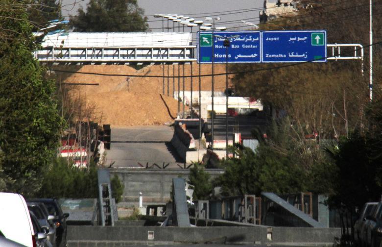 Jobar地区への方向を示している道路標識は2017年3月19日、シリアにSANAが提供するこの資料の写真で、首都ダマスカスの東に描かれています。 ロイター経由でSANA /配布資料