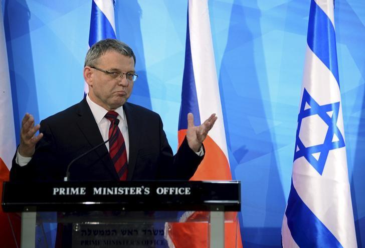Czech Republic's Foreign Minister Lubomir Zaoralek and Israel's Prime Minister Benjamin Netanyahu (not pictured) deliver statements to the media before their meeting in Jerusalem June 8, 2015. REUTERS/Debbie Hill/Pool
