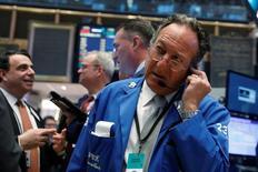 Wall Street a ouvert lundi sans grand changement. Dans les premières minutes après l'ouverture, l'indice Dow Jones perd 0,04%. Le Standard & Poor's 500, plus large, recule de 0,14% et le Nasdaq Composite cède 0,07%. /Photo prise le 16 mars 2017/REUTERS/Lucas Jackson