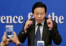 El ministro de Finanzas de China, Xiao Jie, en una rueda de prensa en Pekín, mar 7, 2017. El ministro de Finanzas de China, Xiao Jie, quien asistió a la reunión del G-20 de la semana pasada, advirtió que el impulso visto por la economía global podría ser frenado por las incertidumbres políticas y el aumento del proteccionismo.  REUTERS/Jason Lee