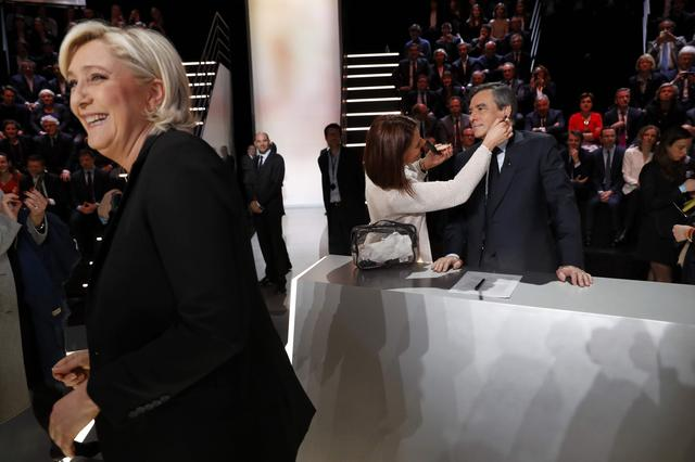 Candidates for the 2017 presidential election Francois Fillon, former French Prime Minister, member of the Republicans and candidate of the French centre-right, and Marine Le Pen, French National Front (FN) political party leader prepare before a debate organised by French private TV channel TF1 in Aubervilliers, outside Paris, France, March 20, 2017. REUTERS/Patrick Kovarik/Pool