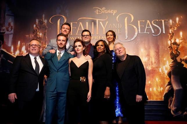 3月19日、バラエティ・ドット・コムによると、週末の北米映画興行収入ランキングは、米娯楽大手ウォルト・ディズニーの実写版「美女と野獣」(日本公開4月21日)が1億7000万ドル(約191億円)を稼ぎ、初登場1位となった。写真は2日ロサンゼルスで撮影(2017年 ロイター/Mario Anzuoni)