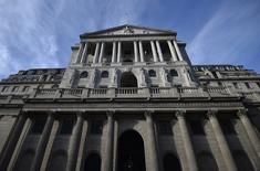 Le taux d'inflation a encore augmenté au Royaume-Uni en février pour atteindre 2,3%, dépassant pour la première fois depuis trois ans l'objectif de 2% de la Banque d'Angleterre (BoE). /Photo prise le 14 février 2017/REUTERS/Hannah McKay