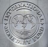 Logotipo do Fundo Monetário Internacional é visto dentro da sede no final das reuniões anuais do FMI / Banco Mundial em  Washington, EUA  09/10/2016       REUTERS/Yuri Gripas