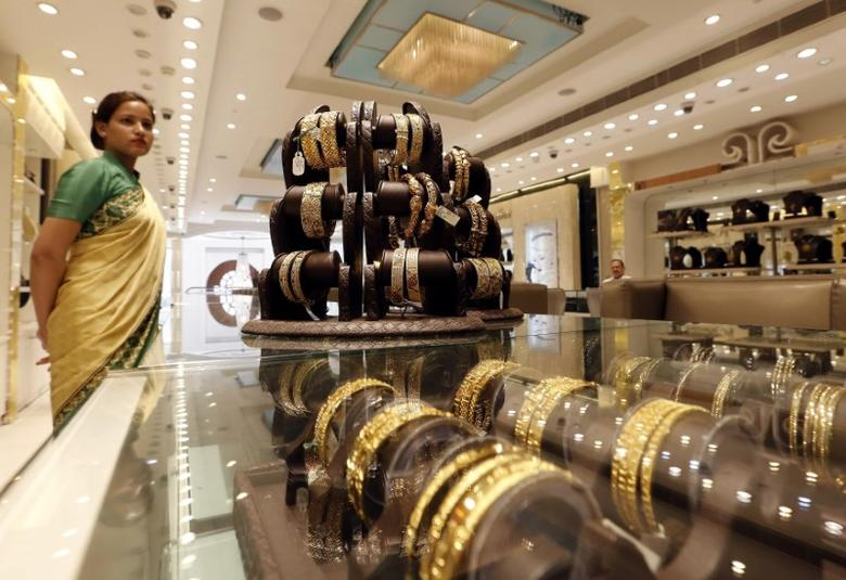 Gold jewellery is displayed at a shop in New Delhi, India, March 1, 2016. REUTERS/Anindito Mukherjee