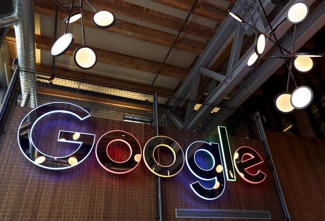 3月21日、グーグルと姉妹企業のジグソーは、選挙を実施する組織や市民団体を対象に、サイバー攻撃対策の無料提供を開始したと発表した。写真はグーグルの看板。オンタリオ州で昨年1月撮影(2017年 ロイター//Peter Power)