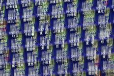 La Bourse de Tokyo a fini en baisse de 2,13% mercredi, dans le sillage de Wall Street et affectée par la vigueur du yen sur fond de doutes sur la capacité de Donald Trump à mettre en oeuvre ses politiques fiscale et budgétaire. L'indice Nikkei a perdu 414,5 points à 19.041,38. /Photo d'archives/REUTERS/Issei Kato