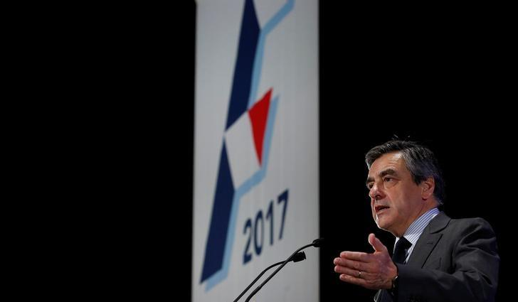 Francois Fillon, former French Prime Minister, member of the Republicans political party and 2017 presidential election candidate of the French centre-right delivers a speech at a campaign rally in Courbevoie, near Paris, France, March 21, 2017. REUTERS/Christian Hartmann/Files