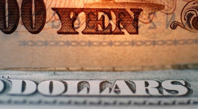 3月22日、終盤のニューヨーク外為市場では、米国はトランプ政権下で経済が成長するとの期待が後退して円に逃避的な買いが入り、ドル/円が一時110.75円と4カ月ぶりの安値をつけた。2010年撮影(2017年 ロイター/Yuriko Nakao)