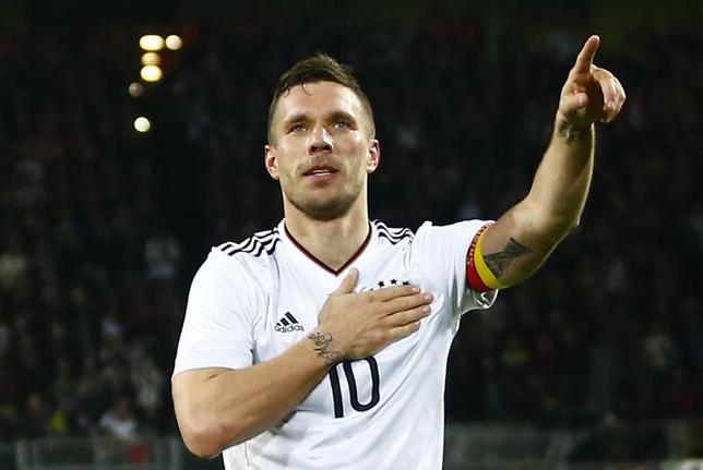 3月22日、サッカーの国際親善試合でドイツがイングランドに1─0で勝利。ルーカス・ポドルスキ(写真)が決勝点を挙げ、代表引退試合で有終の美を飾った(2017年 ロイター)