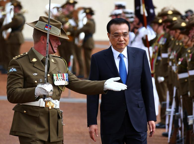 Chinese Premier Li Keqiang inspects an honour guard during an official welcoming ceremony at Parliament House in Canberra, Australia, March 23, 2017.      REUTERS/David Gray