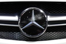 Plusieurs propriétaires français de véhicules Mercedes ont porté plainte contre la maison mère Daimler. /Photo d'archives/REUTERS/Benoit Tessier