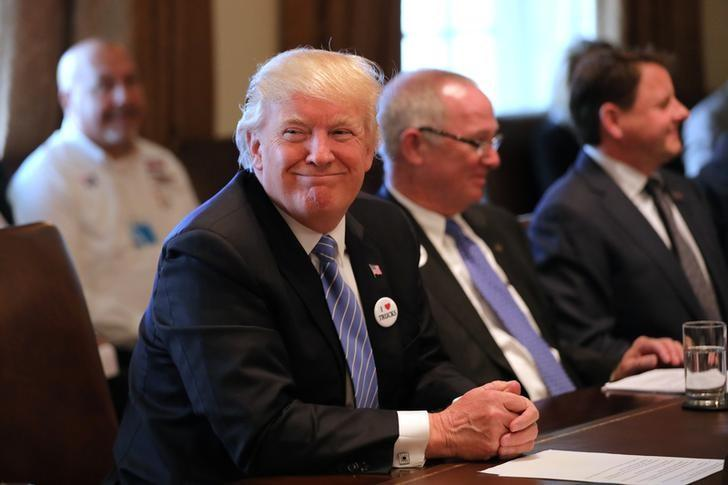 U.S. President Donald Trump attends a meeting with truckers and CEOs regarding healthcare at the White House in Washington, U.S., March 23, 2017.  REUTERS/Carlos Barria