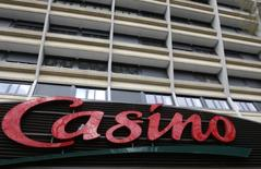 Casino a décidé de suspendre la procédure de vente de sa participation dans Via Varejo. /Photo d'archives/REUTERS/Jacky Naegelen