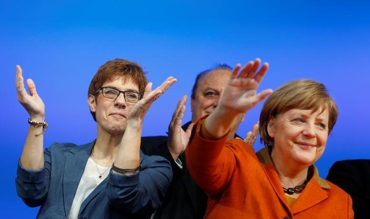 Annegret Kramp-Karrenbauer (L), State Minister-President and top candidate of the Christian Democratic Union Party (CDU) and German Chancellor Angela Merkel attend an election rally  in St. Wendel near Saarbruecken, Germany March 23, 2017. REUTERS/Ralph Orlowski