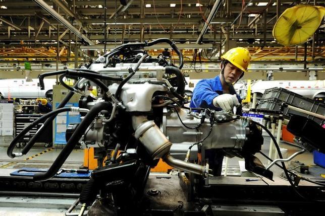 3月27日、中国国家統計局が発表した1─2月の工業部門企業利益は、前年比31.5%増の1兆0100億元(約1470億ドル)だった。写真は昨年3月山東省で撮影(2017年/ロイター)