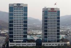 FILE PHOTO: The headquarters of Hyundai Motor and Kia Motors are seen in Seoul, November 16, 2011. REUTERS/Jo Yong-Hak/File Photo