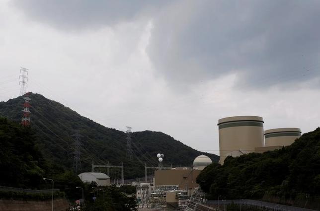 3月28日、NHKなど国内メディアによると、大阪高裁は午後、関西電力高浜原発3、4号機の運転停止を命じた昨年3月の仮処分決定に対する不服申し立てを受けた抗告審で、再稼動を認める判断を示した。写真は2011年7月撮影(2017年 ロイター/Issei Kato)