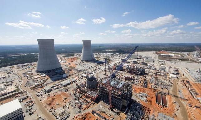 3月28日、米電力会社2社のために建設が進む2カ所の原子力発電所でのコストが想定を著しく上回ったことを受け、東芝傘下の米原発子会社ウエスチングハウス(WH)は、米連邦破産法11条の適用を申請する。写真は建設中のボーグル原発。ジョージア州で2月撮影。提供写真(2017年 ロイター/Georgia Power/Handout via REUTERS )
