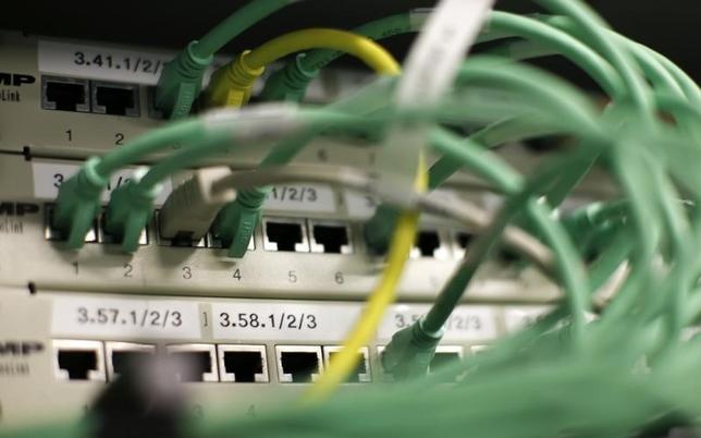 3月28日、米下院は、インターネット接続業者(プロバイダー)に顧客の個人情報保護を義務付けた規制の撤廃を巡り採決を行い、賛成215、反対205で撤廃を可決した。写真はベルリンで2014年8月撮影(2017年 ロイター/ Fabrizio Bensch)