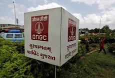 Логотип индийской ONGC в Ахмадабаде 6 сентября 2016 года. Нефтяное крыло Газпрома - компания Газпромнефть, и индийская ONGC подписали соглашение о сотрудничестве. REUTERS/Amit Dave