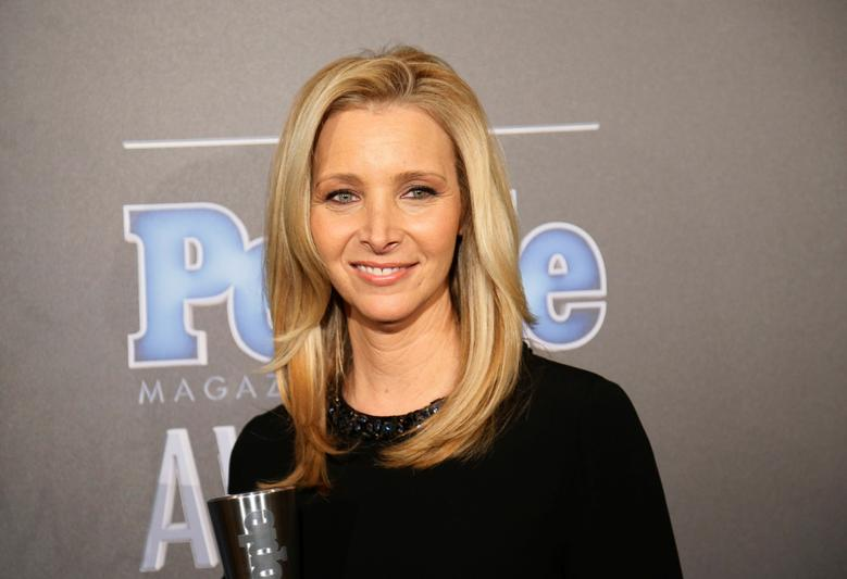 FILE PHOTO - Actress Lisa Kudrow poses backstage with her award for TV Performance of the Year for ''The Comeback'' at the People Magazine Awards in Beverly Hills, California December 18, 2014.     REUTERS/Danny Moloshok/File Photo