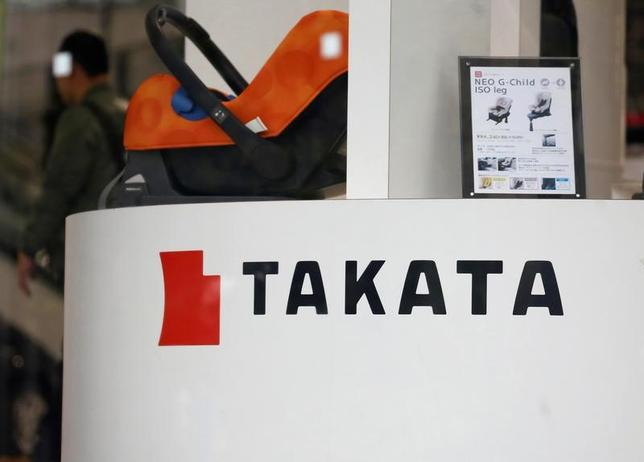 3月30日、タカタ製エアバッグ部品の欠陥問題で、自動車メーカー各社はリコール(回収・無償修理)を国土交通省に届け出た。同省が対象車両の製造年にしたがって届け出時期の期限を設けてリコールを適宜実施するよう指示しており、各社が対応した。写真は都内で2月撮影(2017年 ロイター/ Toru Hanai )