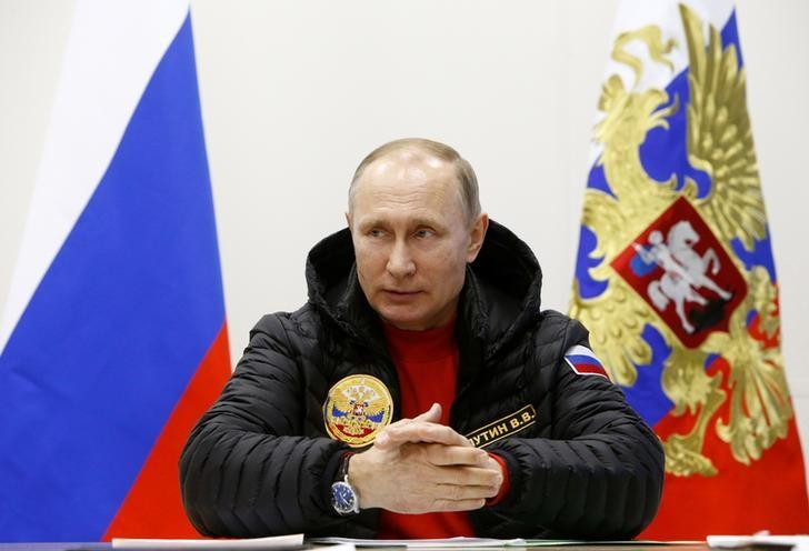 Russian President Vladimir Putin chairs a meeting on an integrated development of the Arctic at a military base in Alexandra Land in the remote Arctic islands of Franz Josef Land, Russia March 29, 2017. REUTERS/Sergei Karpukhin
