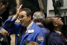 La Bourse de New York a ouvert jeudi sans grand changement. Quelques minutes après l'ouverture, l'indice Dow Jones prend 0,02%. /Photo d'archives/REUTERS/Lucas Jackson