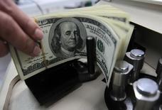 La dette publique des Etats-Unis atteindra 150% du Produit intérieur brut (PIB) d'ici à 2047 à moins de changer de régime budgétaire, au vu des nouvelles projections publiées jeudi par le Congressional Budget Office (CBO). /Photo d'archives/REUTERS/Sukree Sukplang