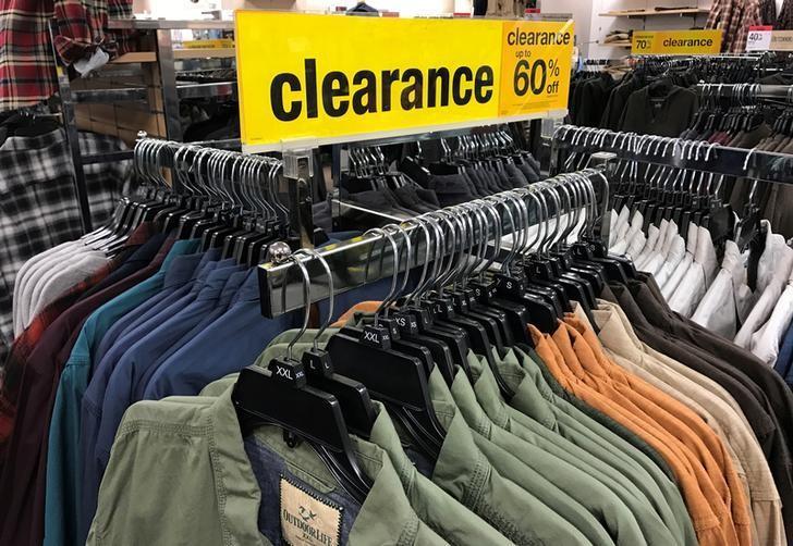 2017年1月5日,纽约一家西尔斯百货公司店内销售的服装。REUTERS/Shannon Stapleton