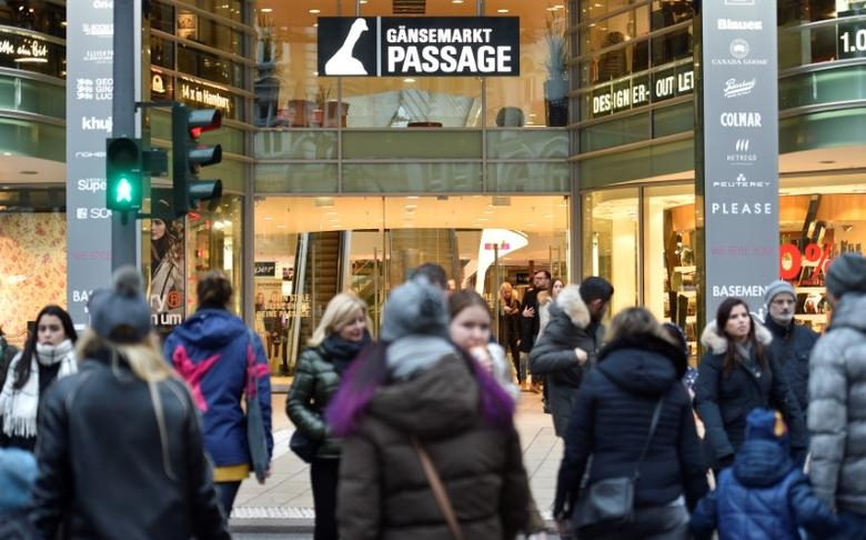 FILE PHOTO: The shopping mall ''Gaensemarkt Passage'' is pictured in downtown Hamburg, Germany, January 21, 2017. REUTERS/Fabian Bimmer