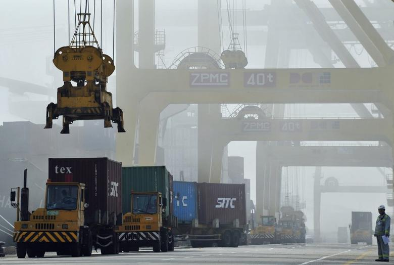 FILE PHOTO: Shipping containers are loaded onto trucks at Dayaowan port of Dalian, Liaoning province June 10, 2012.  REUTERS/Stringer