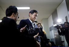 FILE PHOTO: Samsung Group chief, Jay Y. Lee arrives at the office of the independent counsel team in Seoul, South Korea, February 19, 2017.  REUTERS/Kim Hong-Ji/File Photo