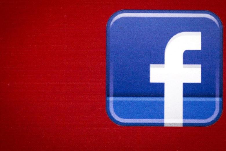 A Facebook logo is displayed on the side of a tour bus in New York's financial district July 28, 2015. REUTERS/Brendan McDermid/File Photo