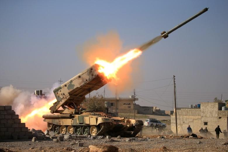 Iraqi army launch a rocket towards Islamic State militants during a battle with Islamic State militants near Ghozlani military complex, south of Mosul, Iraq February 23, 2017. REUTERS/Alaa Al-Marjani