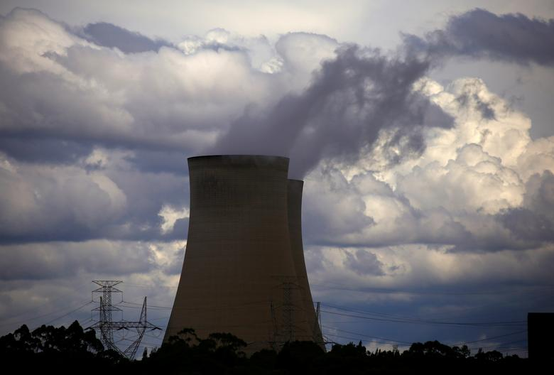 Storm clouds can be seen above the Bayswater coal-powered thermal power station located near the central New South Wales town of Muswellbrook, Australia March 14, 2017. Picture taken March 14, 2017.     REUTERS/David Gray