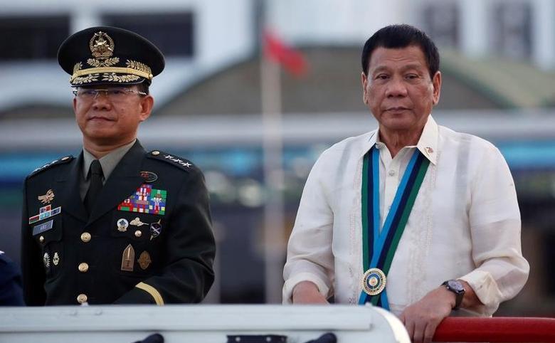 Philippine President Rodrigo Duterte  next to armed forces chief General Eduardo Ano   in Quezon city, Metro Manila, Philippines December 21, 2016.   REUTERS/Erik De Castro